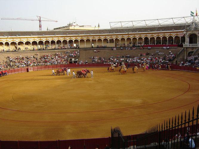 1024px-Sevilla_Plaza_de_Toros_interior.JPG